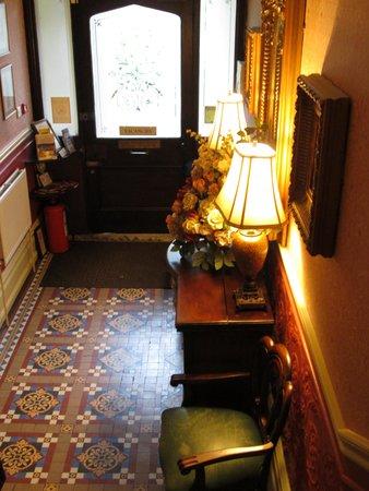 Beaufort Guest House: Lobby