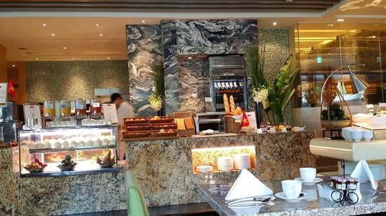 InterContinental Saigon Hotel: Dining at Market in the lobby.