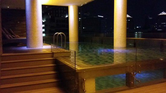 The Quincy Hotel by Far East Hospitality: Swimming Pool!
