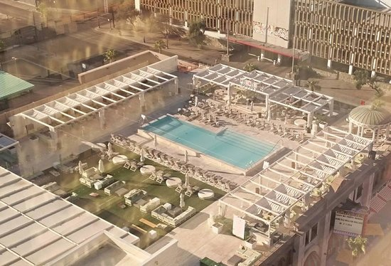 Downtown Grand, an Ascend Collection Hotel: View of pool from our room (2043)