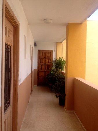 Apartamentos Las Palomas Econotels: corridor of rooms