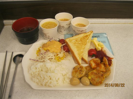Toyoko Inn Busan Station 2: Breakfast at the hotel