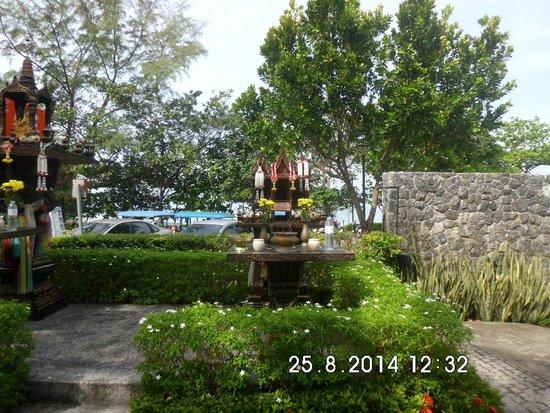Holiday Inn Resort Krabi Ao Nang Beach: At the front of Hotel