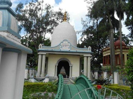 Dakshineswar Kali Temple: Near Dakshineswar temple