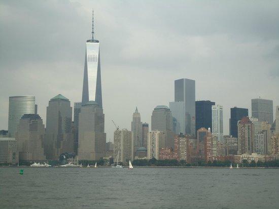 Manhattan Skyline : Freedom tower amidst surrounding buildings.