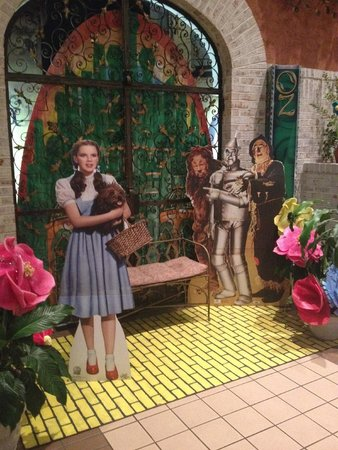 Holiday Inn Perrysburg - French Quarter: Wizard of Oz Theme
