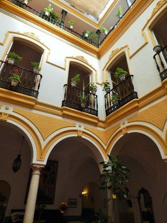 Hotel Abanico Sevilla: Patio interno delizioso