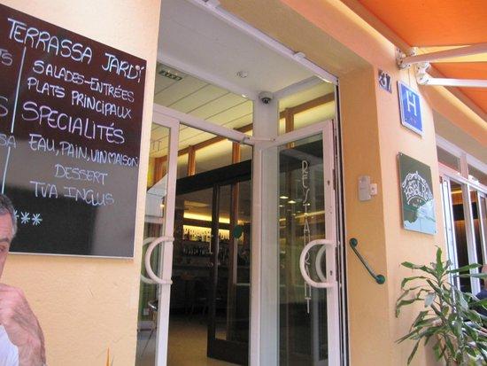 Hostal Rom : Devanture de l'hôtel
