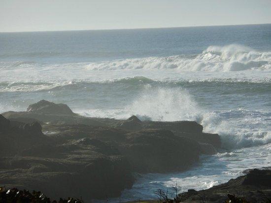 Overleaf Lodge & Spa: Waves at play