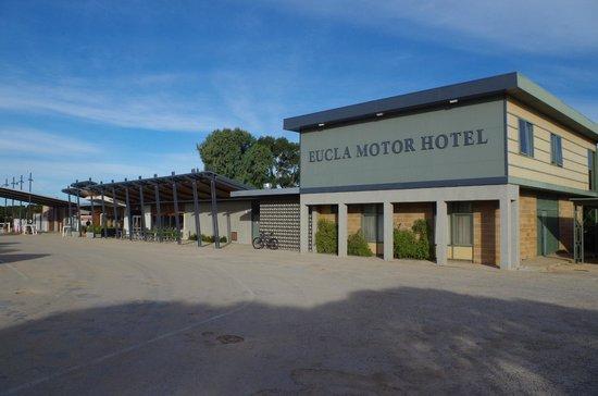 Eucla Motor Hotel: Main building and reception