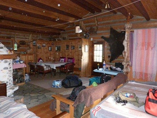 Kicking Horse Mountain Resort: le coin salon/salle à manger