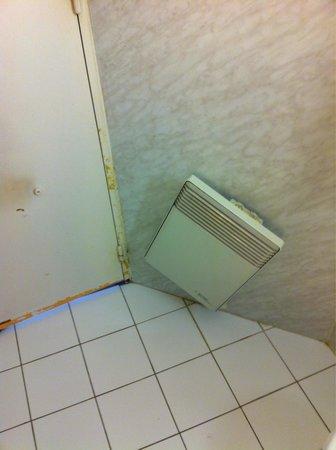 Kyriad Evreux - La Madeleine : Bathroom