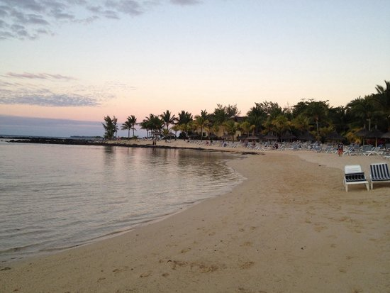 لو كانونير هوتل: Spiaggia al tramonto
