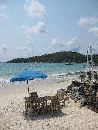 Sangthian Beach Resort: ชายหาด