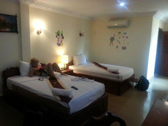 Rithy Rine Angkor Hotel: Adjoining kids room