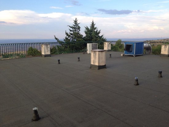 Hotel Garden: Cappa di aspirazione rumorosa e puzzolente sul terrazzo delle camere