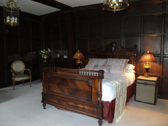 The Old House Suites: Lovely comfy bed