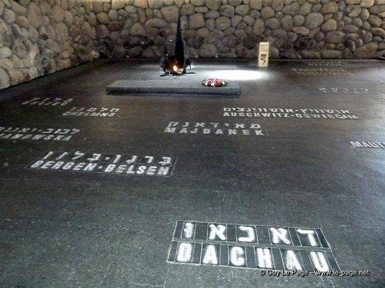 Yad Vashem Holocaust-Gedenkstätte: La Crypte du souvenir