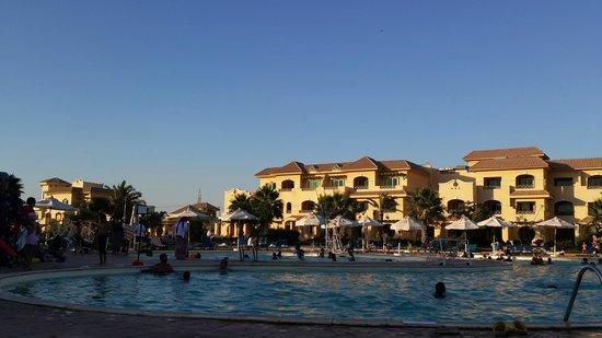 Mövenpick Hotel Cairo-Media City: منظر عام 2