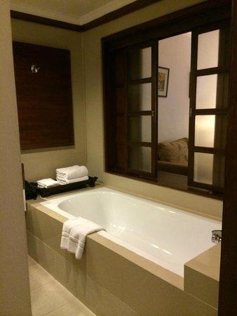 Suriwongse Hotel: La Salle de bain (553)