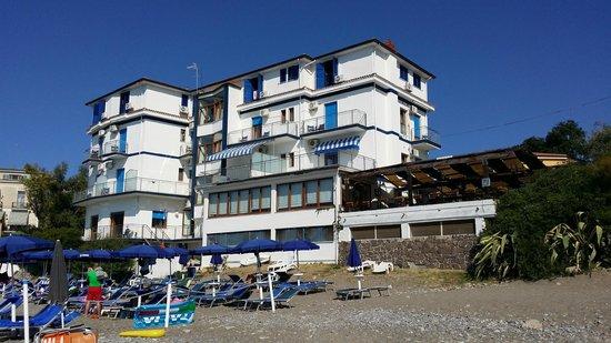 Villammare, Italie : vista dalla spiaggia