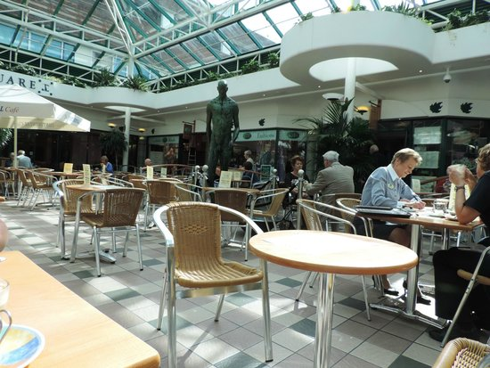 The Continental Cafe: Spacious Cafe