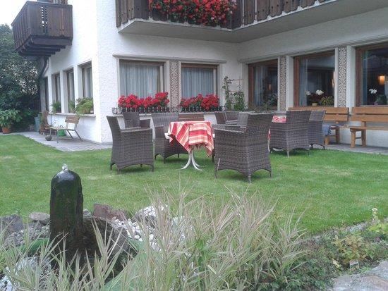 Hotel Dolomiten: giardinetto