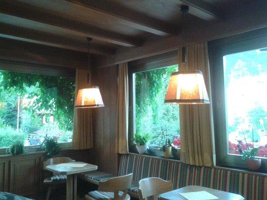 Hotel Dolomiten: salottino all'ingresso
