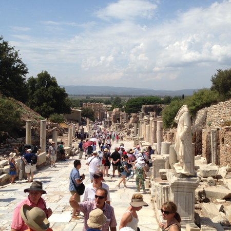 No Frills Ephesus Tours: One can imagine you are walking these streets thousands of years ago