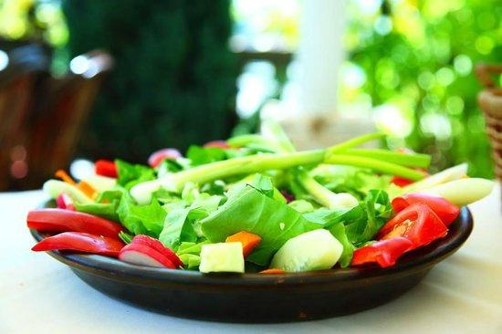 Konoba Koliba: Basta salata