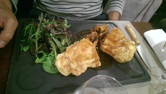Glouton le Bistrot: Feuillantine de volaille et foie gras, cèpes du marché.. : un régal!
