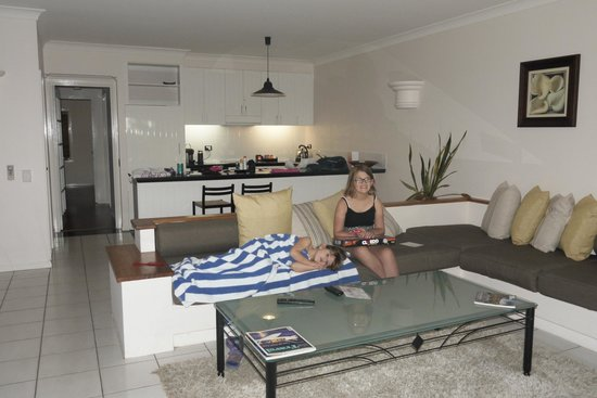 Alamanda Palm Cove by Lancemore : Main living area 1