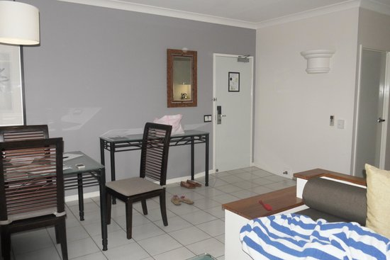 Alamanda Palm Cove by Lancemore : Main living area 2