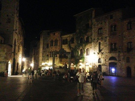 La Cisterna Hotel: Hotel La Cisterna / Piazza della Cisterna