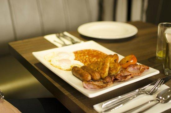 The Belgrave: English Breakfast