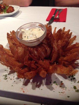 Charlies Tavern: Blooming onion