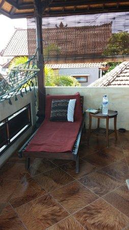 Bulih Beach Bungalows : Recliner on the balcony