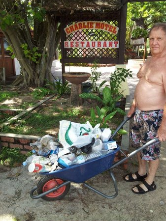 Charlie Motel & Restaurant: Guest (me) clearing rubbish by the barrow load