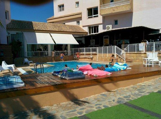 Hotel La Cumbre: Piscina