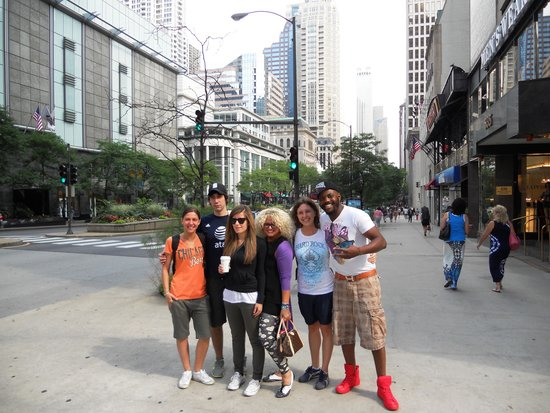 The Magnificent Mile : 1,2,3 Shooping!!