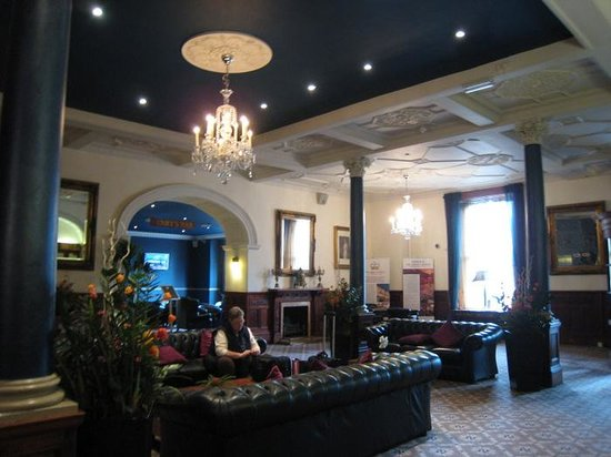 The Crown Hotel: Entrance lounge