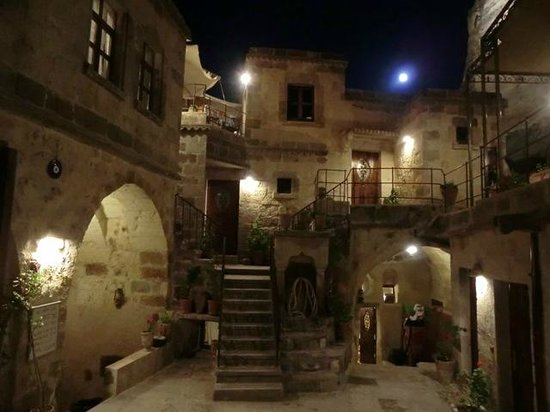 The Dorm Cave: ingresso ostello