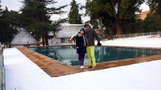 St Bernard's Peak Mountain Lodge: The pool with snow