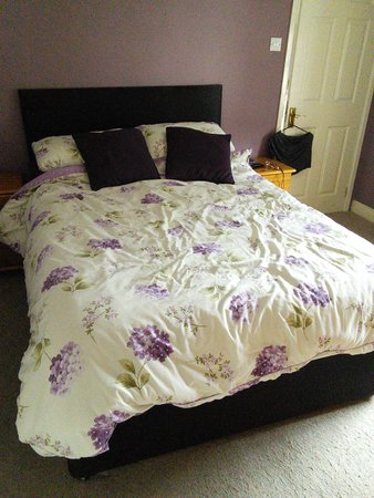 Cambrian Guest House & Tea Rooms : bed room room 6
