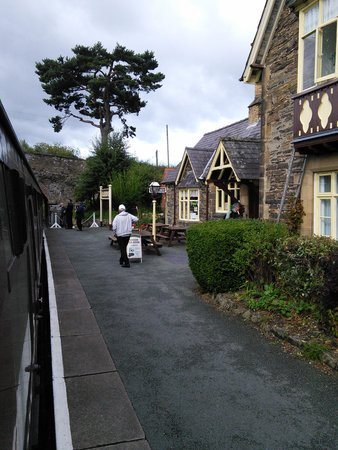 Cambrian Guest House & Tea Rooms : station