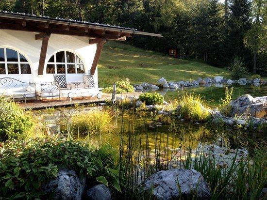 Hotel Laerchenhof Natur : Part of the garden and mini lake