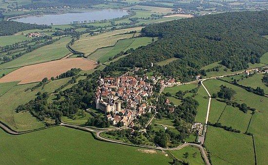 Château de Châteauneuf-en-Auxois : Châteauneuf-en-Auxois und Panthier-See