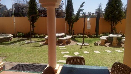 Mercure Johannesburg Randburg: Small garden