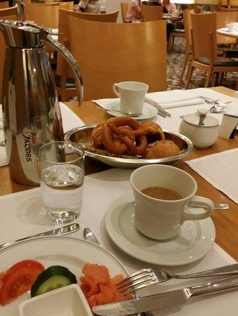 Pullman Berlin Schweizerhof: Breakfast