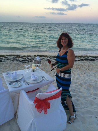 Excellence Playa Mujeres: Anniversary meal on the beach